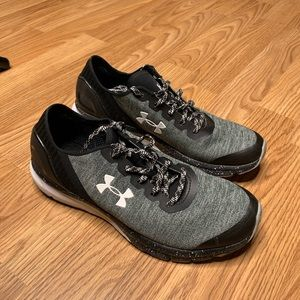 Under Armour Charged Sneaker